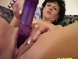 streching her mature pussy