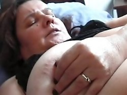 this is a mature lady waiting to be fucked