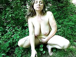 Smoking and doing fingerjob for an MILF in the green outside lets take a boat out!